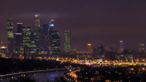 Обои Россия Москва Дома Реки Небоскребы В ночи Уличные фонари Города