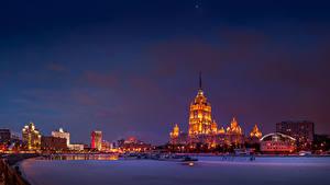 Фотографии Россия Москва Здания Вечер Речка Зимние Снеге Города