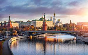 Фото Россия Москва Реки Мосты Храмы Дворец Водный канал Города