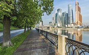 Обои Россия Москва Небоскребы Ограда Набережная Тротуар Moscow City
