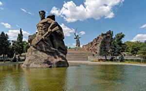 Обои для рабочего стола Россия Парки Пруд Памятники Лестница Волгоград Mamayev Kurgan Города