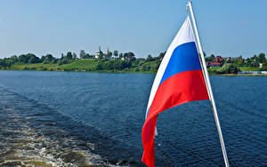 Фотографии Россия Речка Флага Русские Uglich River Volga