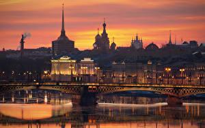 Обои для рабочего стола Россия Санкт-Петербург Рассвет и закат Мосты Речка Вечер Neva город