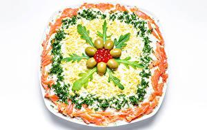 Картинка Салаты Оливки Овощи Морепродукты Икра Рыба Белом фоне Пища