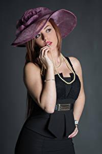 Картинки Позирует Платье Руки Шляпе Смотрят Samanta молодые женщины