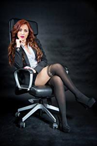 Фотография Рыжие Кресло Сидящие Ноги Пиджак Блузка Смотрят Колготки Samanta девушка