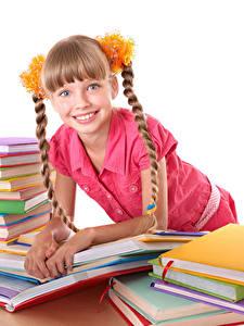 Обои Школьные Девочка Книги Смотрит Косички Улыбается ребёнок
