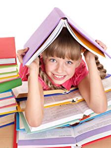 Фотографии Школьные Девочка Улыбается Смотрит Рука Книги ребёнок
