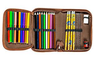 Картинки Школа Белый фон Карандаши Разноцветные pencil case