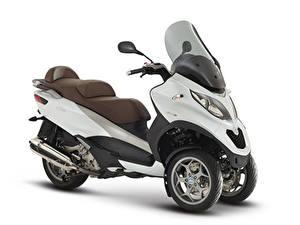 Фото Скутер Белом фоне 2014-20 Piaggio MP3 LT 500 Business мотоцикл