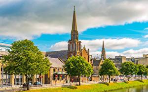 Картинки Шотландия Дома Церковь Набережной Деревья Inverness