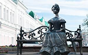 Фотографии Скульптуры Россия Скамейка Зонт Сидящие Платья Lyuba sculpture, Omsk