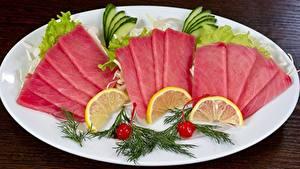 Фотография Морепродукты Рыба Лимоны Укроп Тарелке Нарезанные продукты Tuna Продукты питания
