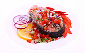Фотографии Морепродукты Рыба Овощи Лимоны Белый фон Пища