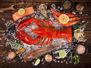 Фотография Морепродукты Омары Креветки Рыба Лимоны Приправы Лед Пища