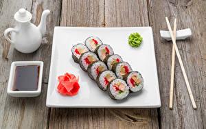 Картинка Морепродукты Суси Доски Палочки для еды Тарелка Соевый соус Еда