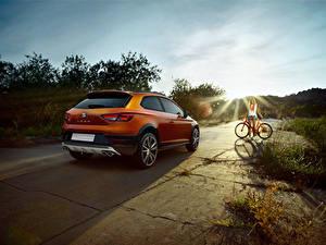 Фото Сиат Вид сзади Оранжевых 2015 Leon Cross Sport Concept