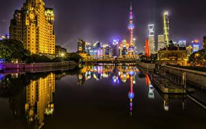 Фотография Шанхай Китай Здания Речка Мост Пирсы Ночные Лучи света