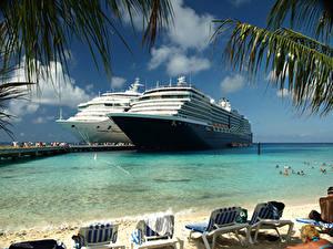 Картинки Корабль Круизный лайнер Курорты Лежаки Пляжа Вдвоем Grand Turk Island