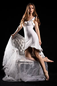 Фотографии Silvy Sirius Модель Платье Смотрят Молодые женщины Девушки