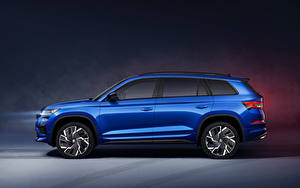 Фото Skoda CUV Синий Металлик Сбоку Kodiaq RS, Worldwide, 2021 машина