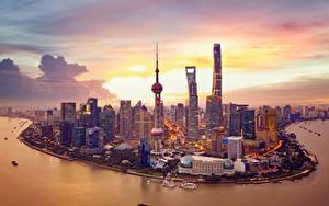 Картинки Небоскребы Дома Берег Вечер Шанхай Китай Башня Huangpu River
