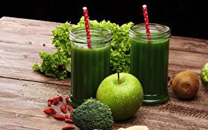 Обои для рабочего стола Смузи Овощи Яблоки Киви Доски Стакана Зеленая Продукты питания