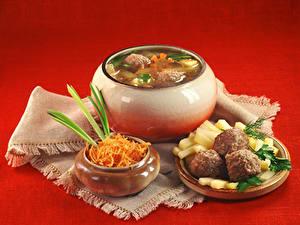 Картинки Супы Мясные продукты Овощи Красный фон Продукты питания
