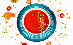 Фотографии Супы Овощи Томаты Перец Борщ Белом фоне Тарелке Продукты питания