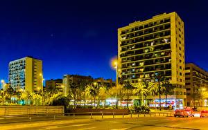 Картинка Испания Здания Вечер Барселона Улице Уличные фонари Города