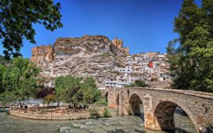 Картинка Испания Здания Речка Мост Скалы Castilla-La Mancha город