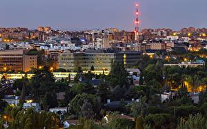 Картинки Испания Мадрид Здания Вечер Лучи света Города