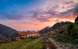 Фотографии Испания Горы Дома Небо Облака Santa Maria de Besora Природа