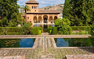 Картинки Испания Парки Пруд Дома Кусты Alhambra Granada Города