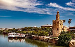 Картинки Испания Реки Речные суда Набережной Башни Деревья Пальмы Seville, Torre del Oro Города