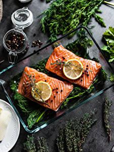 Обои для рабочего стола Приправы Рыба Лососи Лимоны Перец чёрный Часть Пища