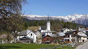 Обои Весенние Церковь Дома Швейцария Ветки Bergdorf, Graubünden Города