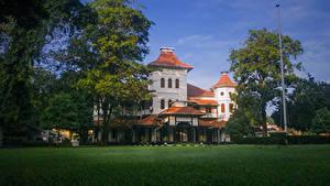 Фото Шри-Ланка Дома Газон Деревья University of Colombo город
