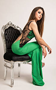 Фотографии Фотомодель Стулья Сидит Платья Stefania молодые женщины
