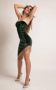 Фото Фотомодель Поза Ноги Платья Stefania Девушки