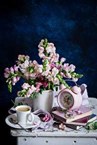Обои Натюрморт Антирринум Часы Кофе Вазе Чашка Книга Ложки Блюдце Цветы
