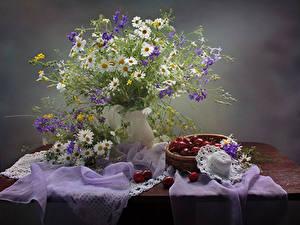 Обои Натюрморт Букет Ромашка Черешня Стола Шляпе Цветы