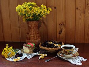 Фотография Натюрморт Букеты Кофе Торты Черешня Доски Чашка Ваза Пища