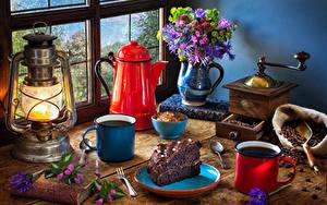 Обои Натюрморт Букеты Чайник Керосиновая лампа Кофе Торты Вазе Книги Кружка Кусок Пища