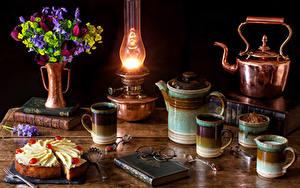 Картинка Натюрморт Букеты Тюльпаны Керосиновая лампа Чайник Торты Чашке Книги Очки Кусок Пища