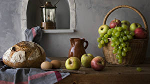 Обои для рабочего стола Натюрморт Хлеб Яблоки Виноград Корзинка Кувшин Яйца Пища