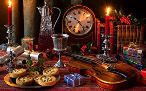 Картинки Натюрморт Часы Печенье Вино Свечи Скрипка Кувшин Бокал Книга Подарков Пища