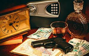 Фотографии Натюрморт Часы Пистолетом Деньги Бутылка Стакан Пища