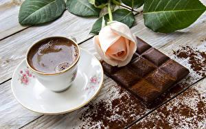 Картинка Натюрморт Кофе Шоколад Розы Шоколадная плитка Чашка Еда