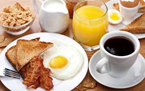 Картинки Натюрморт Кофе Хлеб Мясные продукты Сок Молоко Чашке Тарелке Яичницы Стакане Пища